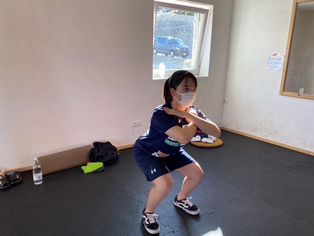 写真5_コンディショニングトレーニングを行う枝松選手
