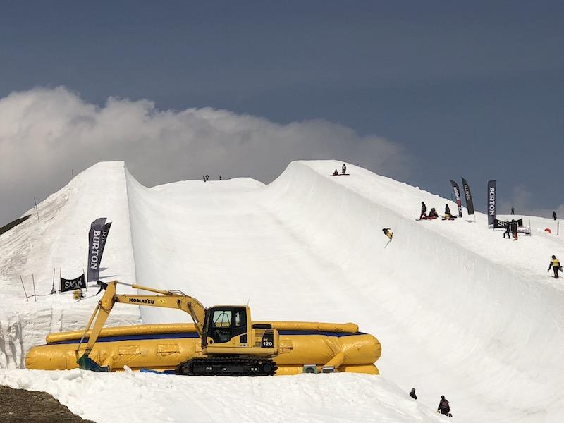 1今回の国内長期合宿での雪上トレーニング会場『高鷲スノーパーク・スーパーパイプ』