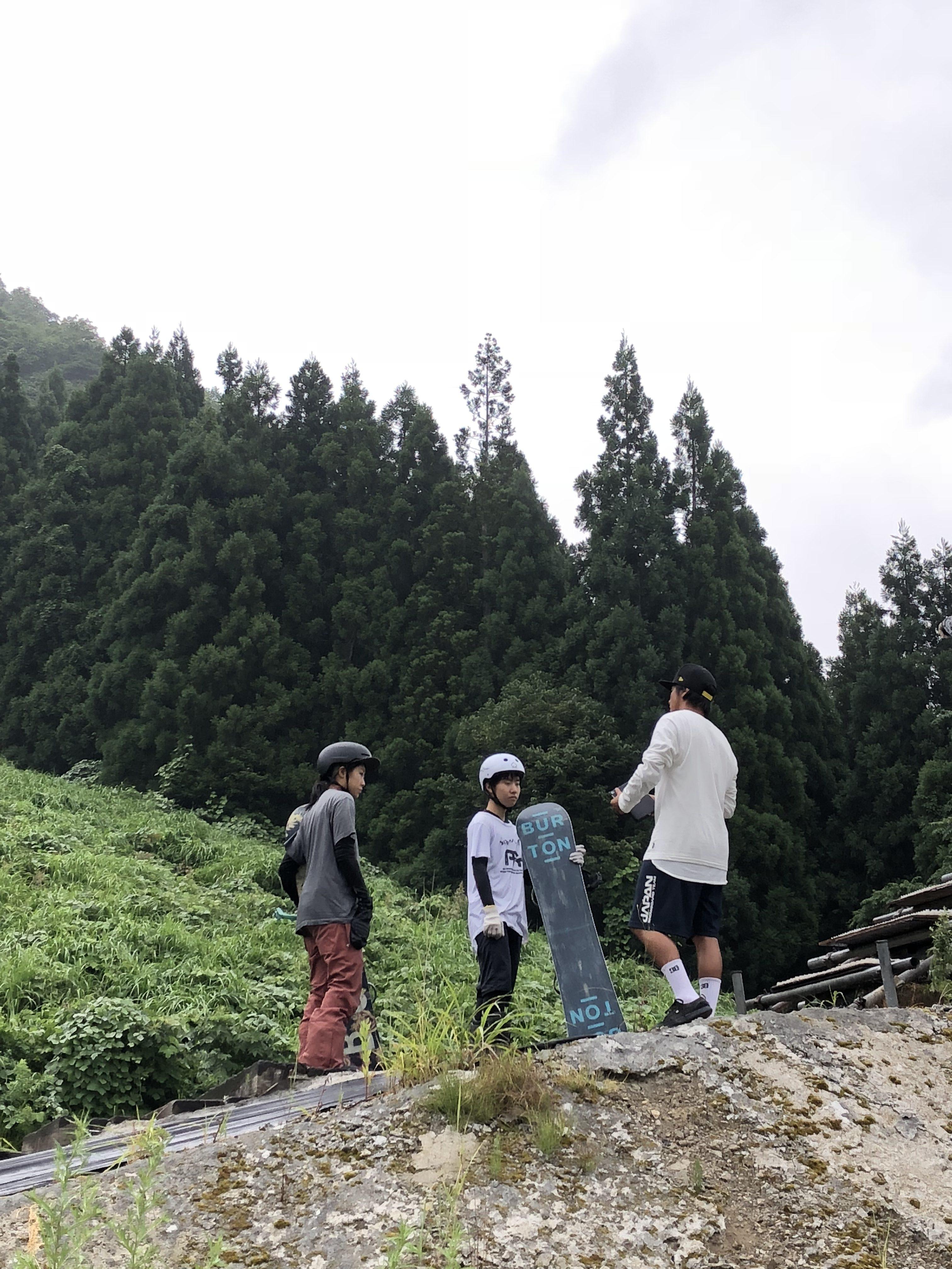 スタートで指導を受ける村瀬選手と大橋選手