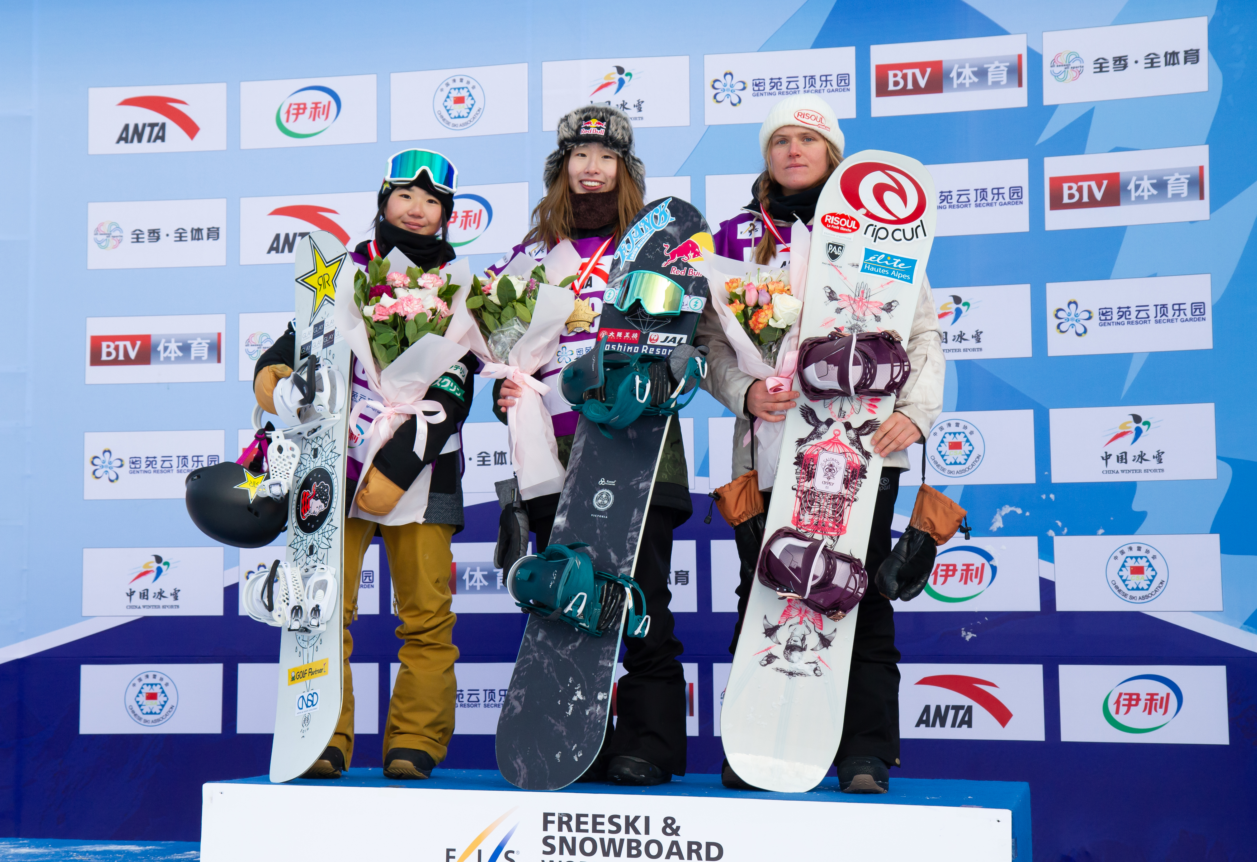 Miyabi Onitsuka and Reira Iwabuchi in 1st and 2nd place at the FIS World Cup Secret Garden slopestyle event in China.